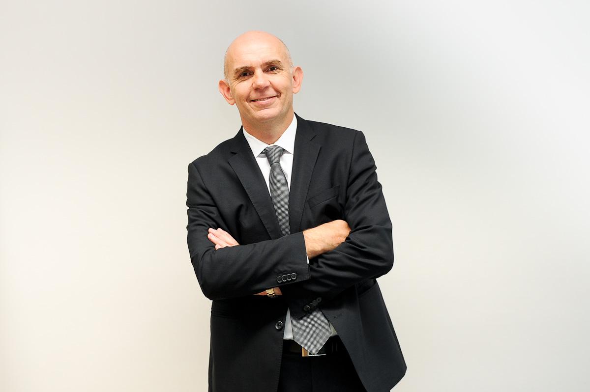 ... excellence commerciale » et directeur associé d'Halifax Consulting